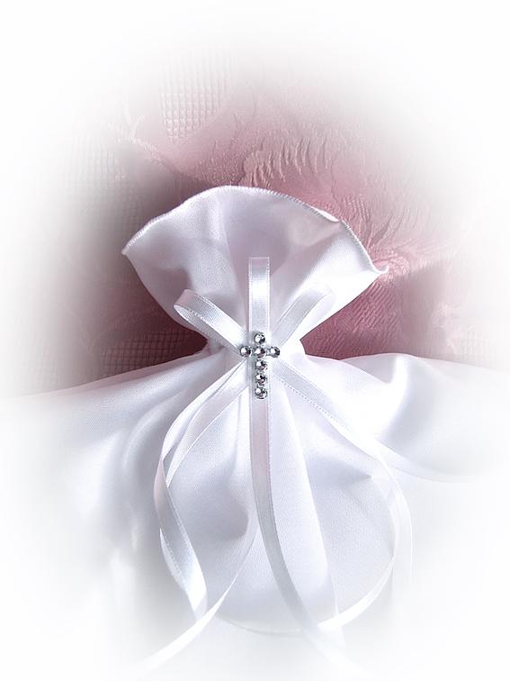 handgearbeitetes kommunionzubeh r passend zu den kommunionkerzen kerzenrock kerzenschleife. Black Bedroom Furniture Sets. Home Design Ideas